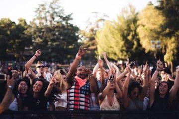 Menschen auf einem Festival